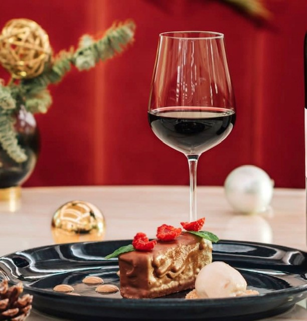 Sweets for Your Sweet: A Guide to Christmas Dessert Wines